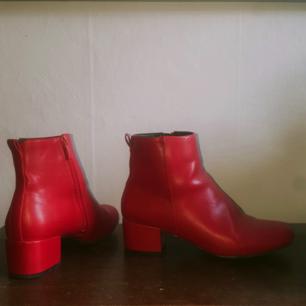 Röda boots från Din Sko. Knappt använda.