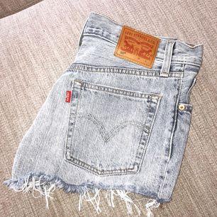 Levis 501 shorts, nyskick!!