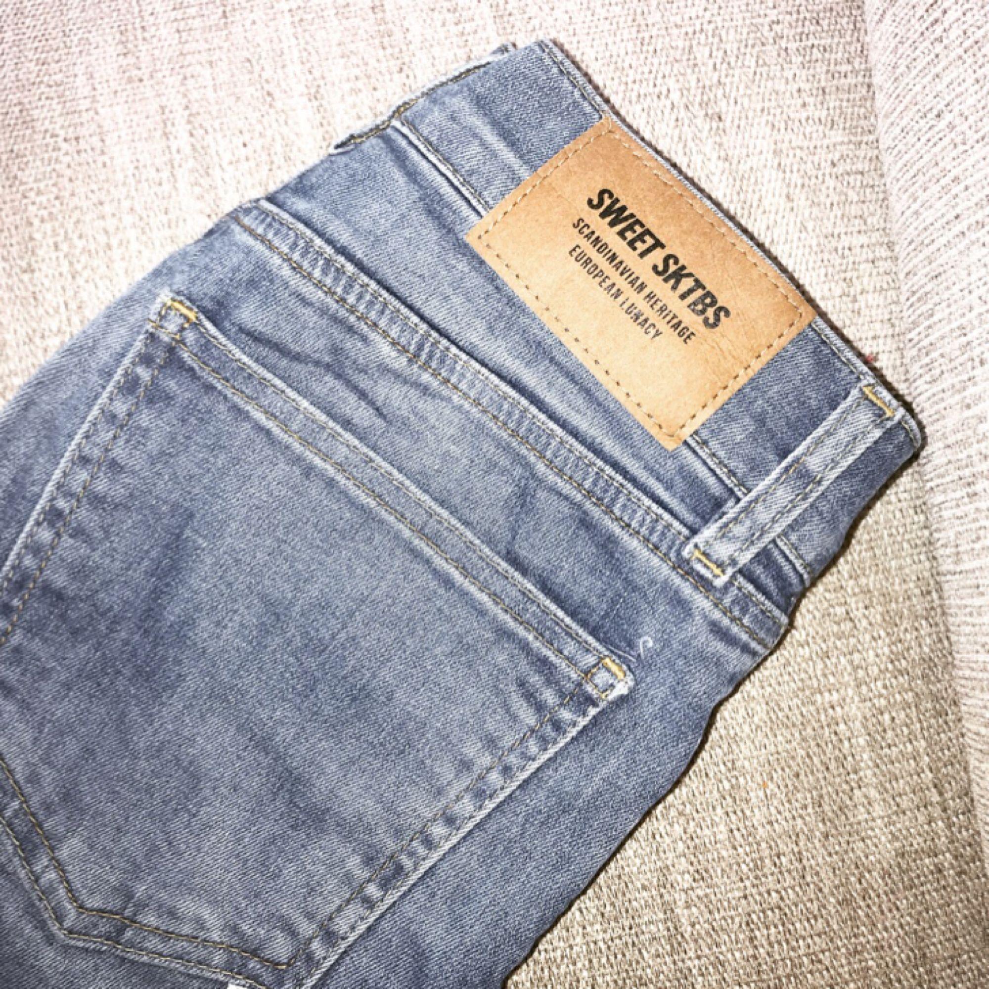 Sköna jeans från SWEET SKBTS. Jeans & Byxor.