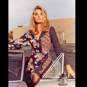 Klänning från Elsa Hosks klädkollektion för bikbok.  Endast använd en gång så är i helt nyskick.  Postar men då står köpare för fraktkostnaden :)
