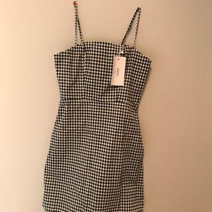 Super fin helt ny rutig klänning ifrån ZAFUL❤️ Frakten ingår i priset !  Kan mötas upp i Göteborg eller frakta:)