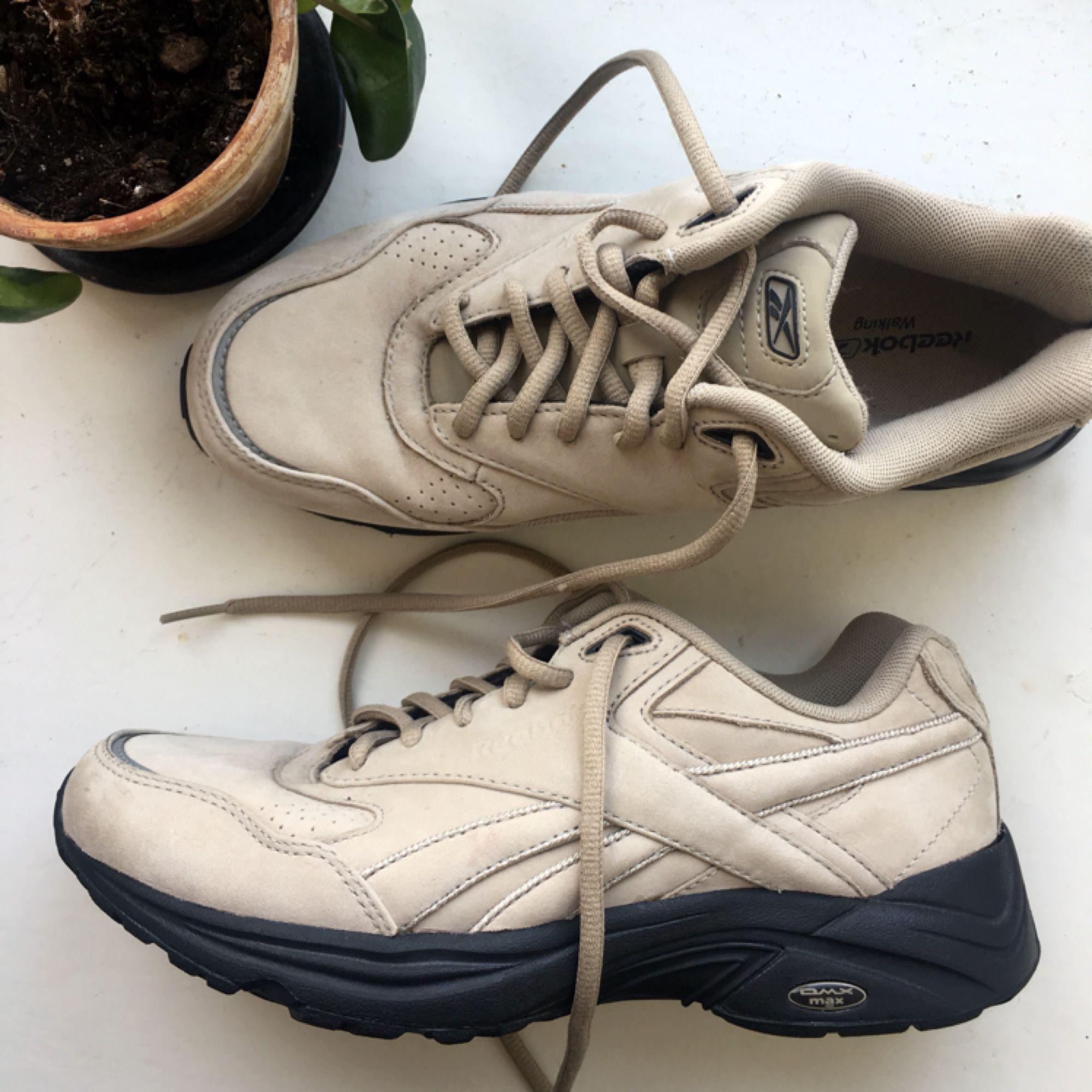867dd5b1abc Skor sneakers Second Hand Reebok Storlek Beiga från FAfSHqIqU