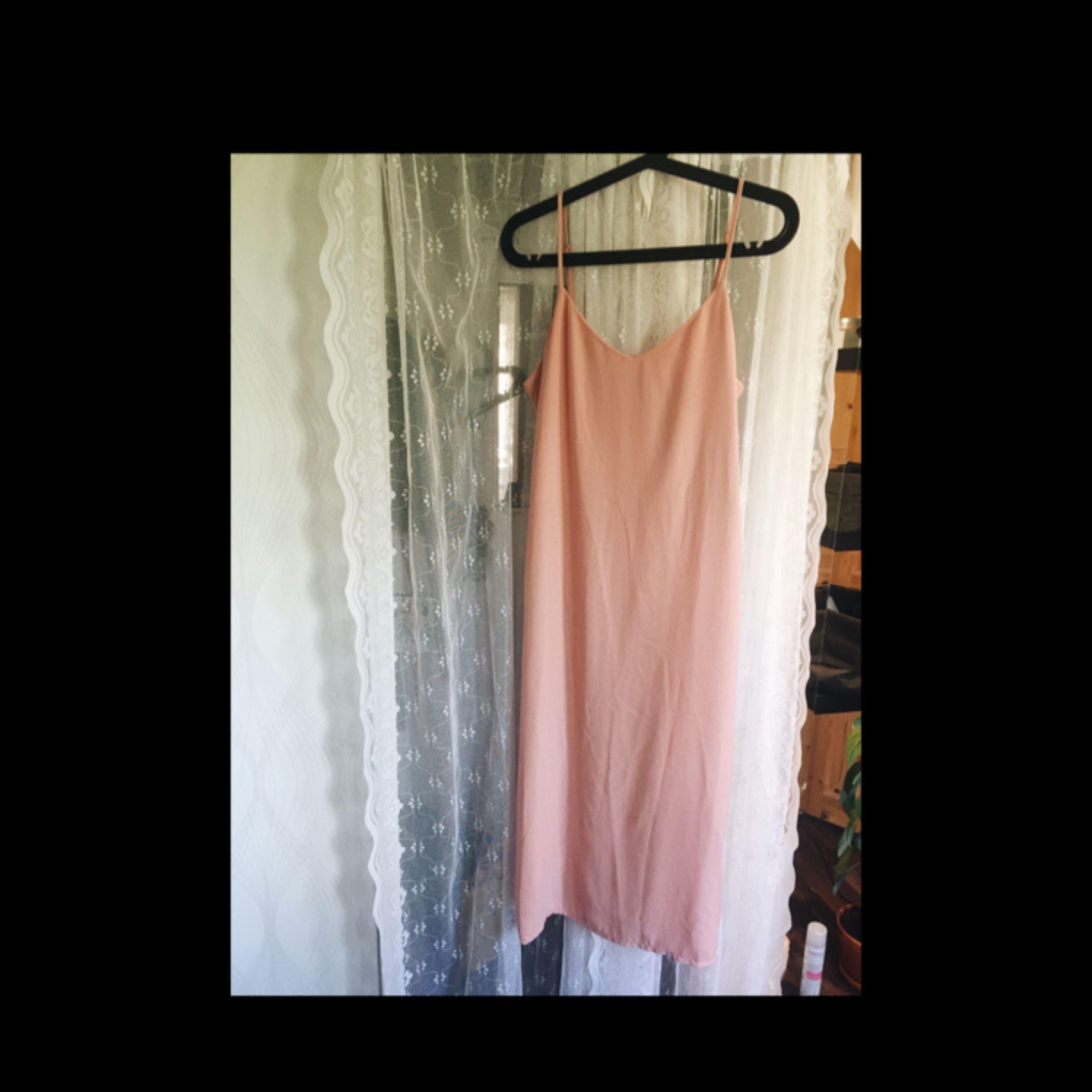 2761c7c4b832 Rosa klänning från monki i strl XS. Köpt förra sommaren men sparsamt använd  då den