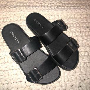 Sandaler från H&M, aldrig använda pga att jag har ett par liknande. Kan skicka mot frakt.