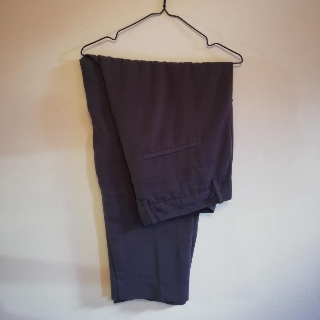 Elefant gråa kostymbyxor. . Jeans & Byxor.