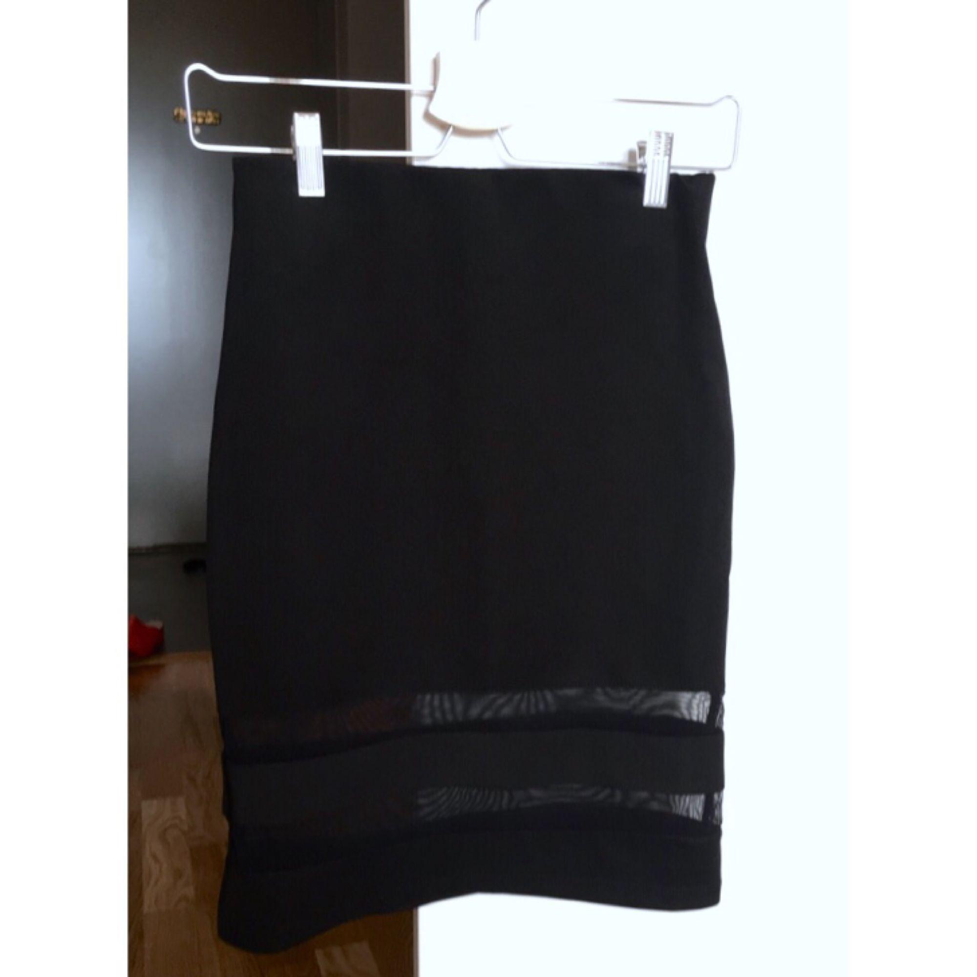 Tajt Bodycon Kjol från H&M. Mesh nertill 👌🏼💃🏽 Säljes för 50kr! Med frakt = 89kr 🌺. Kjolar.