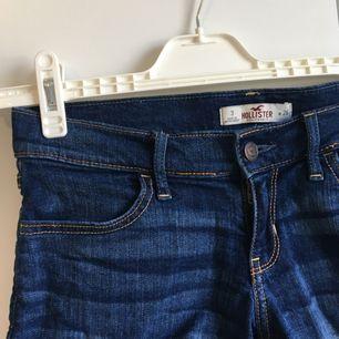 Jeansshorts från Hollister, sparsamt använda. Pris går att diskutera!