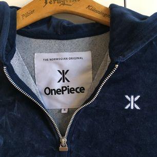 Jumpsuit från Onepiece i sammet, Med stor mysig luva! Pris går att diskutera!