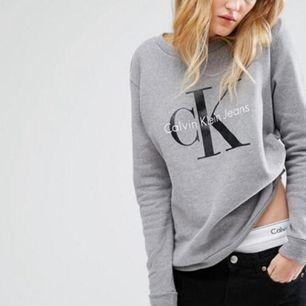 Sweatshirt från Calvin Klein. Använd ett fåtal gånger, alltså i jättefint skick! ☀️ Köparen står för ev fraktkostnad 💌
