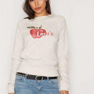 Sweatshirt från Levi's. ✨ Köparen står för ev fraktkostnad 💌