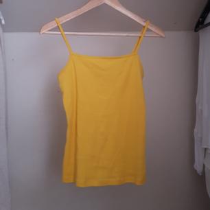 Gult linne från bikbok, använder alldeles för lite så säljer därför. Priser är exklusive frakt 💛
