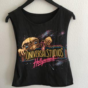 Så himla fint linne med E.T motiv! Köpt på beyond retro. Hur ballt som helst!  Skynda fynda denna godbit!
