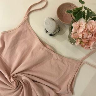 Ett rosa Basic linne som är jätte fint, inte använt så många gånger - frakten ingår inte i priset