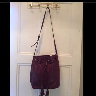 Leather bag from & Other Stories Used one time Adjustable strap Ord price/ 1450:- 25 cm x 30 cm