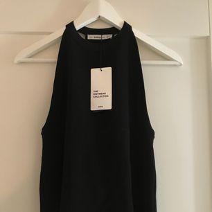 Super snyggt nytt linne från Zara med korsning i ryggen.  Köparen står för frakten