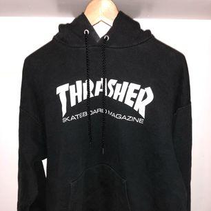 Trasher Hoodie svart: L :- 200kr
