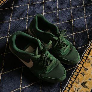 Gröna skitballa Nike skor som jag använt snålt men älskar! Säljer pga använder för sällan, pris inkl frakt