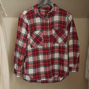 Rutig flanell-skjorta i fint skick 💛