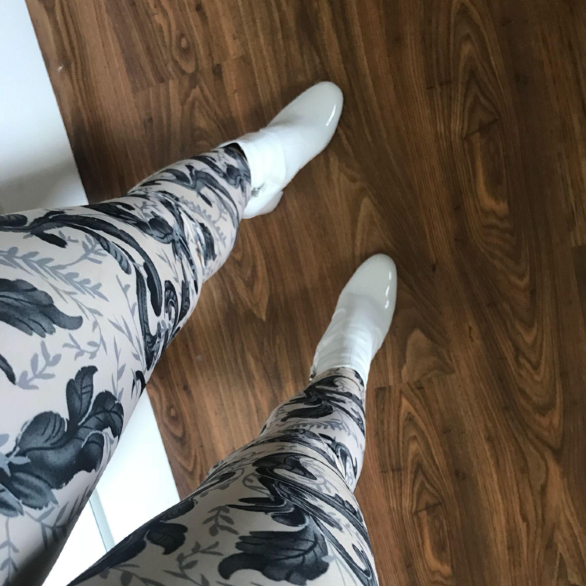 Fanny Lyckman for NLY. Beige leggings i stl XS. :) Köparen står för frakten!. Jeans & Byxor.