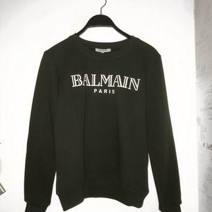 BALMAIN tröja i storlek S. ALDRIG använt. Köpte men ångra mig sen, inte min stil riktigt.  Original pris: 3791kr Köptes för: 1000kr Säljs för: 480kr. Frakt tillkommer!!