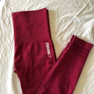 Säljer helt nya Gymshark tights då dem inte passa mig. Nypris 749kr. Fraktar