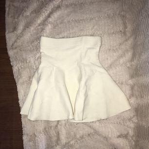 Sötaste kjolen från bikbok, knappt använd! Jag skulle vilja säga den är XS/S