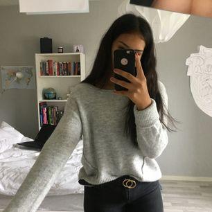 superfin och mysig stickad tröja, perfekt till hösten✨ använd två gånger så är i fint skick, tar swish och kan posta men då står köparen för frakten🦋