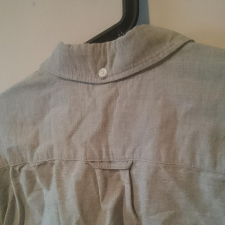 Superfin ljusgrå herrskjorta, lite melerad känsla. Aldrig använd! Regular fit från LOGG, H&M. . Skjortor.
