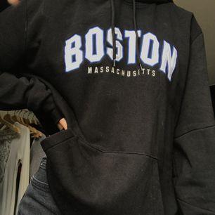 hoodie från h&m, använd ett fåtal gånger så i princip som ny
