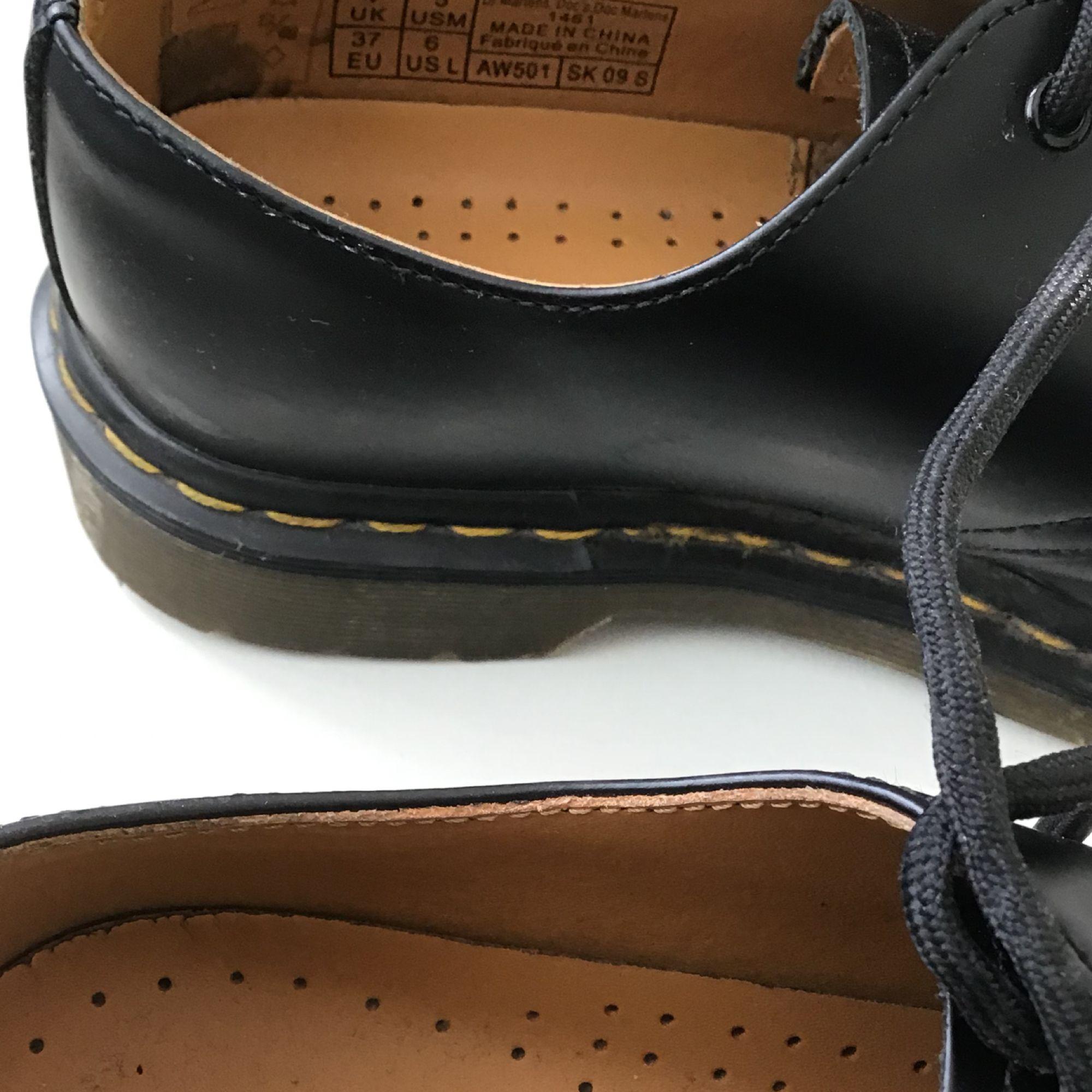 Låga dr Martens bara använda i 3 månader. Fint skick storlek 38 och sköna  Möts upp i Sthlm, köparen står för frakt  Kan skicka fler Bilder eller video 😊. Skor.