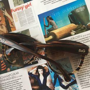 Dolce   Gabbana solglasögon. Lite repiga men annars i fint skick. De är  stora 8b5d60bda7948