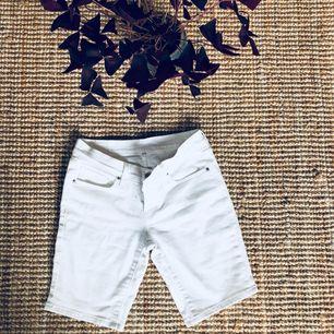 Levi's jeansshorts, använda en gång. Kolla in mina andra annonser, jag samfraktar gärna.