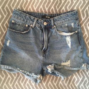 Highwaist jeansshorts från BikBok. Köparen står för frakt :)