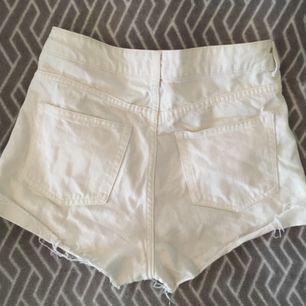 Highwaist jeansshorts från H&M. Köparen står för frakten :)