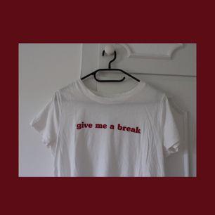 T-shirt i storlek M från Gina Tricot. Använd någon enstaka gång. Bjuder på frakten!
