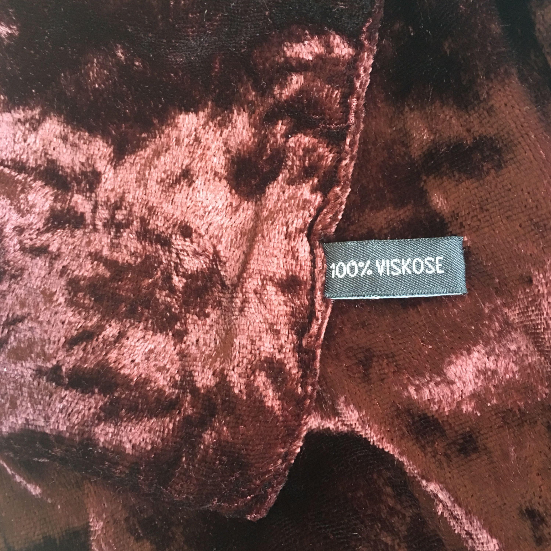 Mörkröd vinröd sammet scarf ca 1 m lång från pälsfritt hem. Accessoarer.
