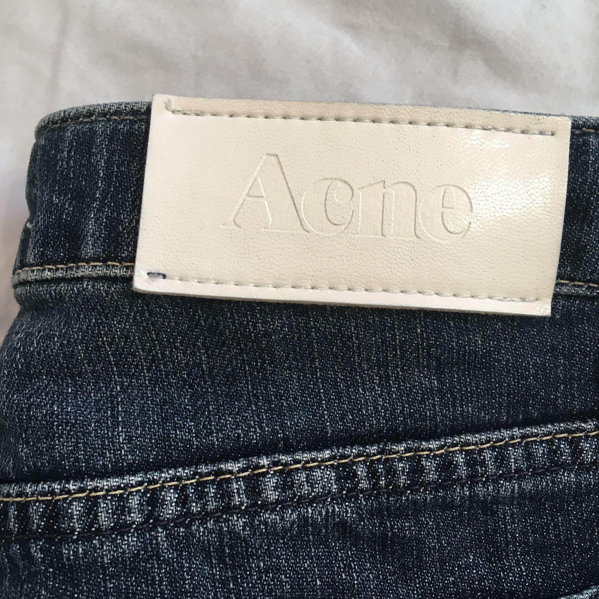 Fett snygga lågmidjade jeans från Acne i gott skick.. Jeans & Byxor.