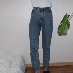 Kimomo-jeans från Monki som är i väldigt gott skick. Använt några enstaka gånger. Kommer töja ut sig med tiden.