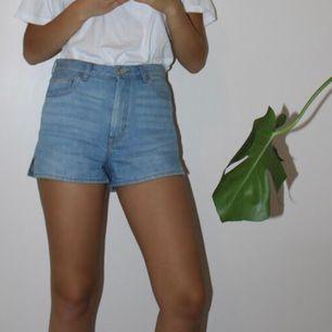 Jeansshorts från Monki. Högmidjade.
