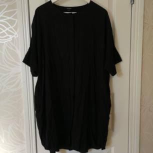 Svart strandklänning från Monki, från sommar-18.
