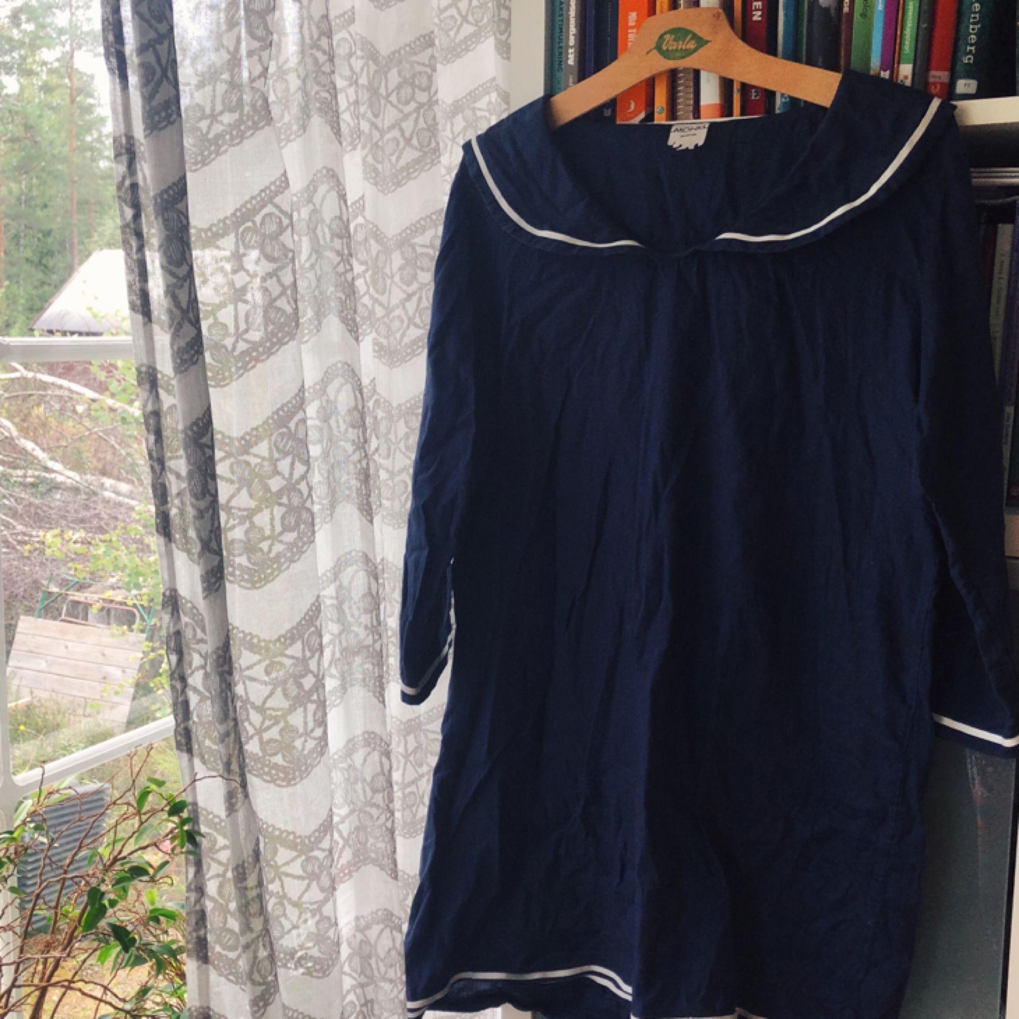 Blå sjömansklänning i fint skick! . Klänningar.