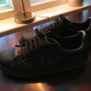 Sneakers från Fred Perry. Bra skick!