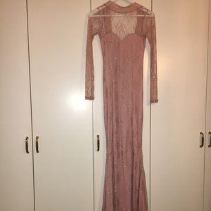 Min fina fina balklänning som behöver komma till använda, ifrån nelly.com som ny.