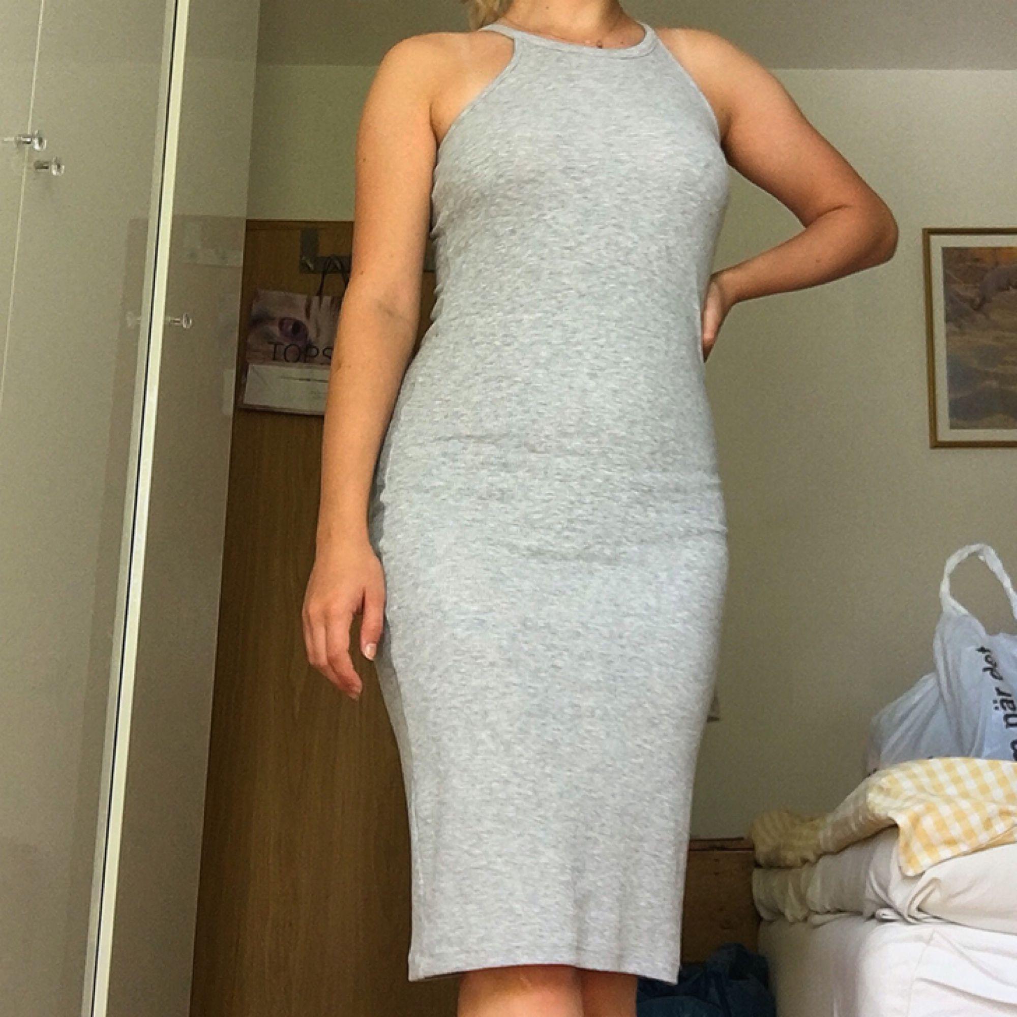 2b7af86f437f väldigt skön ribbad klänning från gina tricot! passar både s/m pga hur  stretchigt ...
