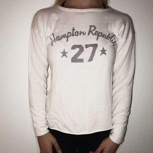 Superfin tröja från Hampton Republic i storlek XS!  Tyvärr aldrig använd, så därför i nyskick!  (Ursäkta för att den är skrynklig på bilden)  🌸Köparen står för fraktkostnaden🌸