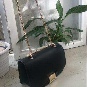 Fett snygg oanvänd väska från Zara som passar till allt! 💕