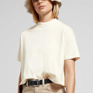 Helt ny tröja från weekday! Aldrig använd! 🌈kolla gärna allt annat jag säljer🌈 kostar 150 kr i affär