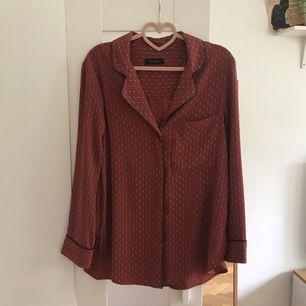 Jättefin skjorta från autograph. Knappt använd. Köparen står för eventuell frakt, annars finns den att hämta i Göteborg.