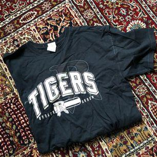 Svart oversize tshirt från beyondretro  Köparen står för frakten ✨✨