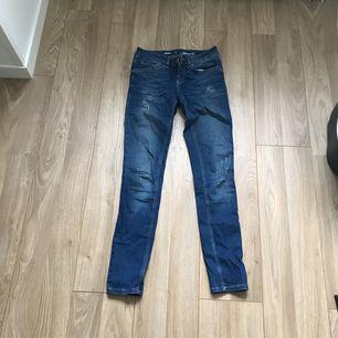 Jeans från Bik bok i strl S. Är i fint skick då jag knappt använt dom. Frakt tillkommer.